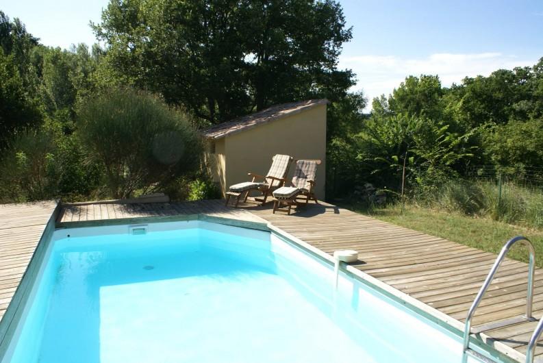 Maison au milieu des bois avec piscine luberon 3000 m2 de jardin 10 39 d 39 apt saignon for Villa vacances piscine