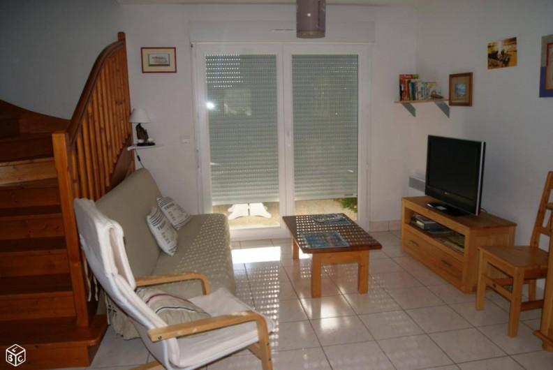 Location de vacances - Maison - Villa à Penvins - salon avec TV  lecteur DVD