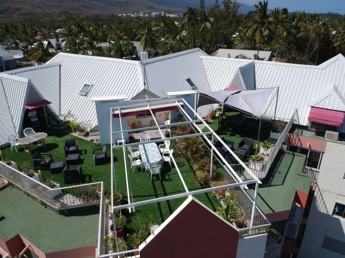 Location de vacances - Appartement à Saint-Paul - La salle de douche 2 avec deux vasques et lave linge.