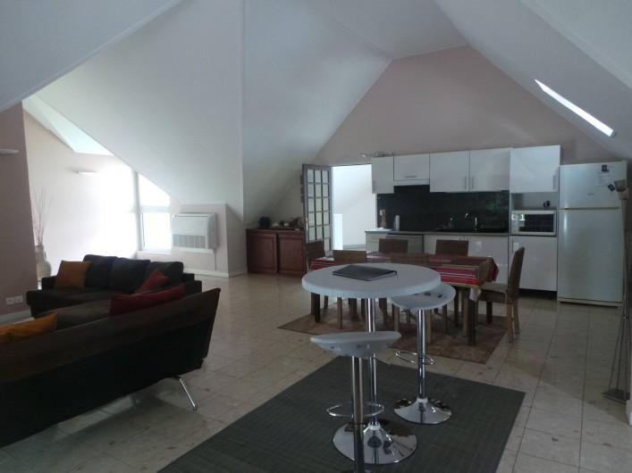 Location de vacances - Appartement à Saint-Paul - Vue de l'autre côté, au fond la sortie sur la terrasse.