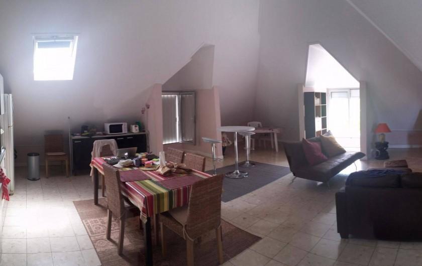 Location de vacances - Appartement à Saint-Paul - Vue d'ensemble du salon séjour en revenant de la terrasse.