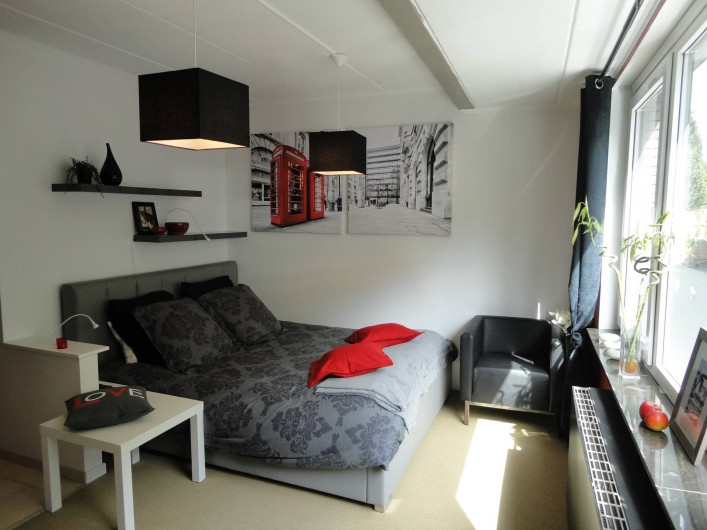 """Location de vacances - Studio à Namur - Studio 22: """"Le Rouge et le Noir"""""""