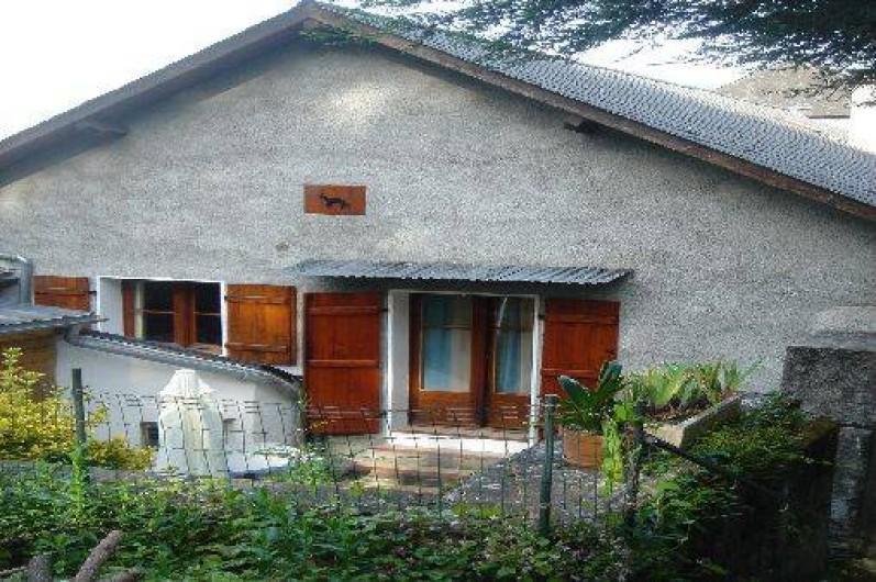 Location de vacances - Gîte à Ayzac-Ost - Extérieur donnant sur la cour