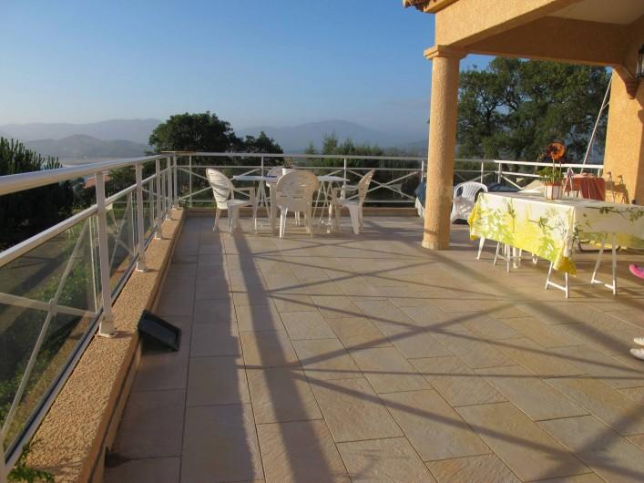 Location de vacances - Villa à Pietrosella - grande terrasse vue montagne et merentree haute