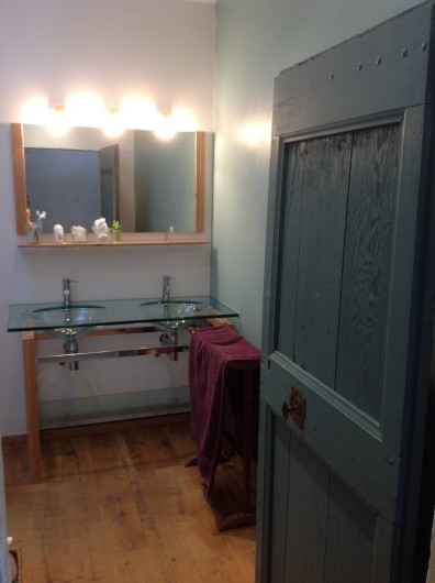 Location de vacances - Villa à Fontanes - salle de bain verte et de verre
