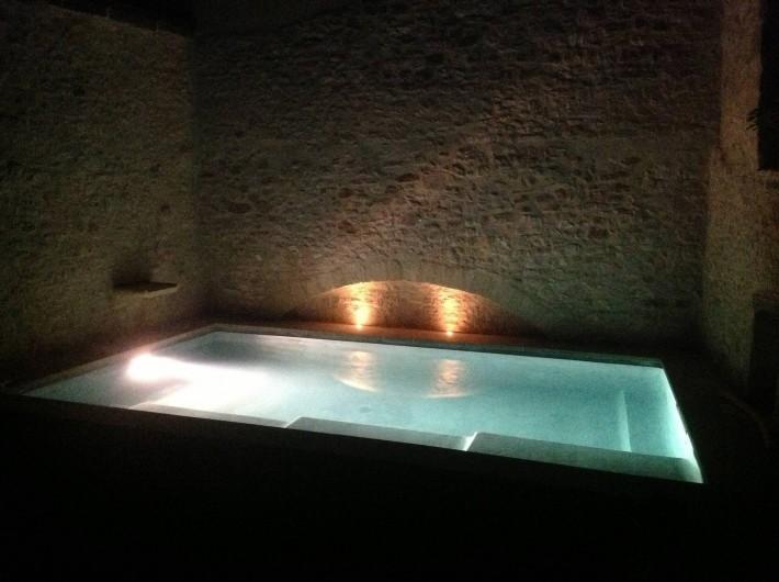 Location de vacances - Villa à Fontanes - piscine privative, entourée de murs en pierres sèches