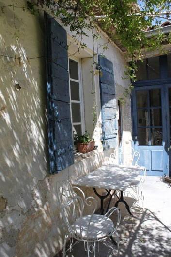 Location de vacances - Villa à Fontanes - coursive ombragée