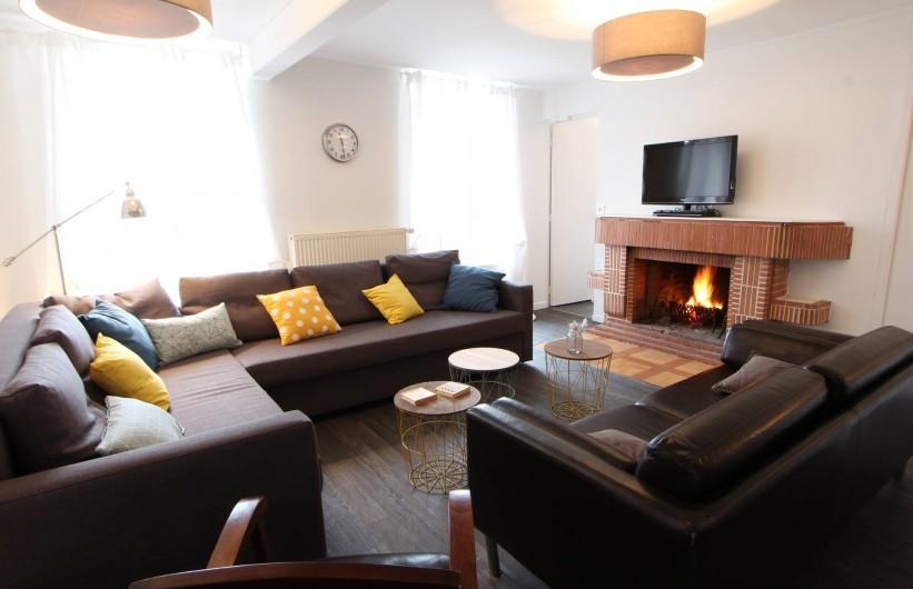 Location de vacances - Villa à Moux-en-Morvan - salon autour de la cheminée