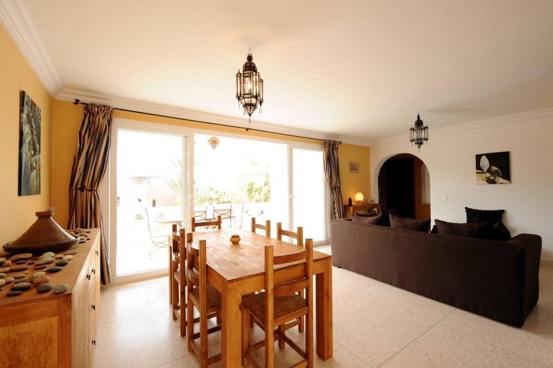 Location de vacances - Villa à Mirleft - Le salon et la salle à manger
