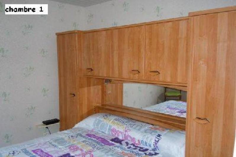 Location de vacances - Gîte à Châteldon - Chambre 1 Meuble de rangement