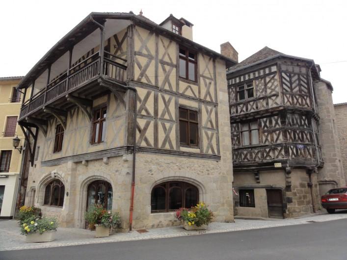 Location de vacances - Gîte à Châteldon - Vue sur le quartier médiéval