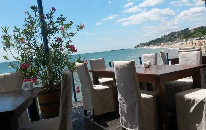 Location de vacances - Appartement à Varna - le restaurant au bord de la plage