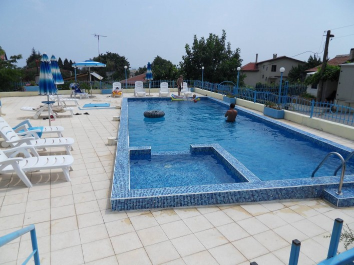 Location de vacances - Appartement à Varna - vue de la piscine de parking