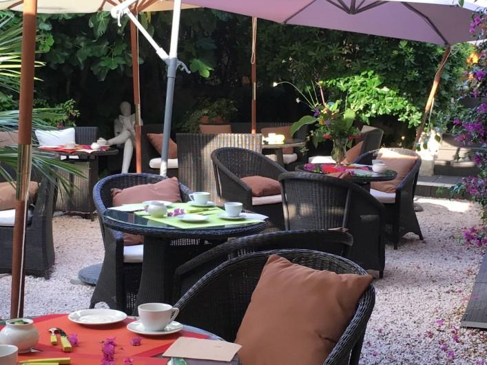 Location de vacances - Hôtel - Auberge à Cannes - notre  jardin y prendre le petit déjeuner ou un verre en fin d'après midi