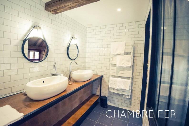 Location de vacances - Chambre d'hôtes à Sainte-Maure - Salle de bain chambre Fer