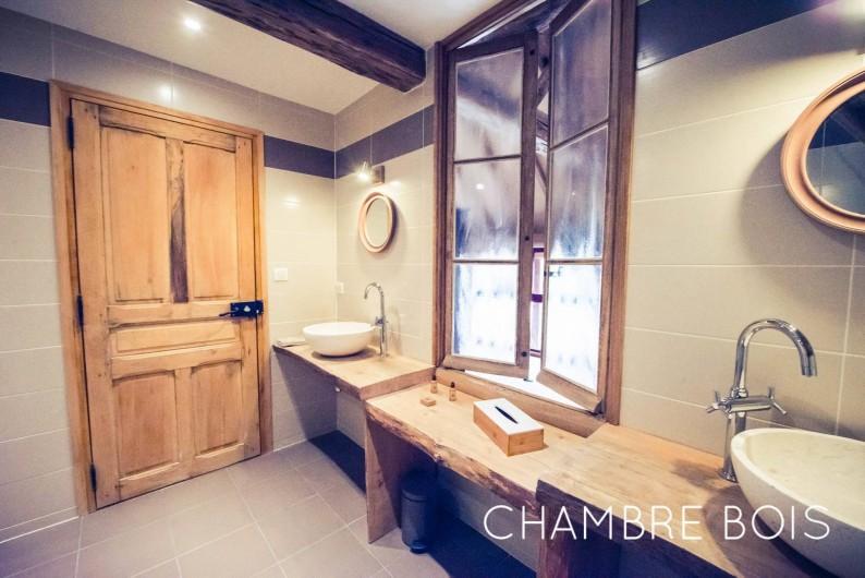 Location de vacances - Chambre d'hôtes à Sainte-Maure - Salle de bain chambre Bois