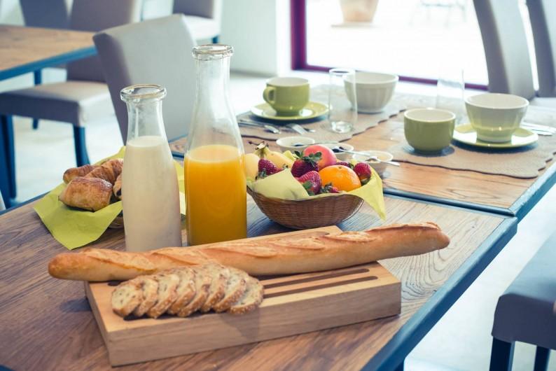 Location de vacances - Chambre d'hôtes à Sainte-Maure - tables de petit déjeuner