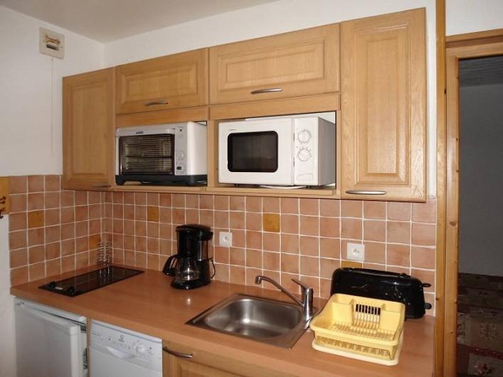 Location de vacances - Chalet à Cohennoz - LE PERCE NEIGE (n°6) - Appartement 5 pers. - Coin cuisine