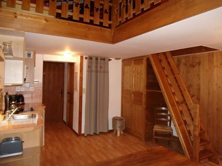"""Location de vacances - Chalet à Cohennoz - """" LES ARAVIS"""" APPARTEMENT DUPLEX - 6 pers. - escalier pour mezzanine..."""