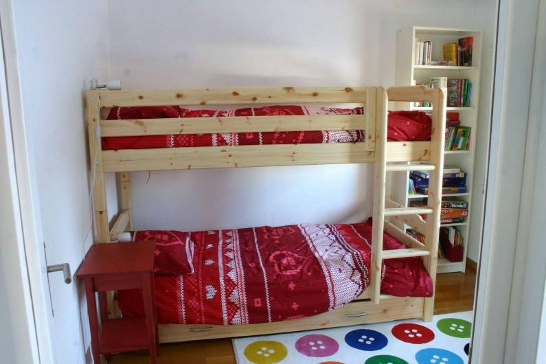 Location de vacances - Appartement à Vercorin - Chambre des enfants - avec bibliothèque et jeux