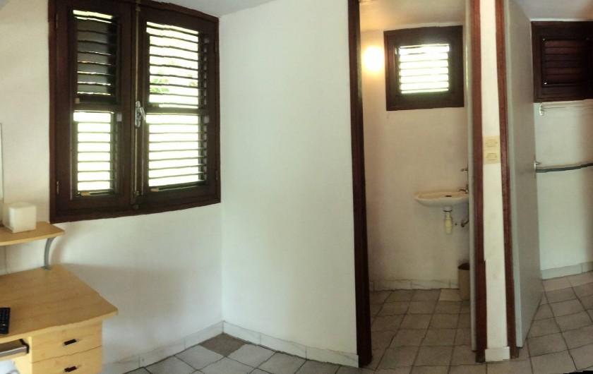 Location de vacances - Studio à La Trinité - Rez-de-chaussée avec coin w.c