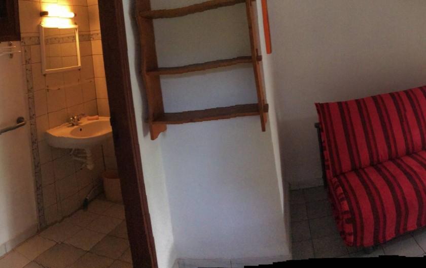 Location de vacances - Studio à La Trinité - Rez-de-chaussée avec coin douche et lavabo