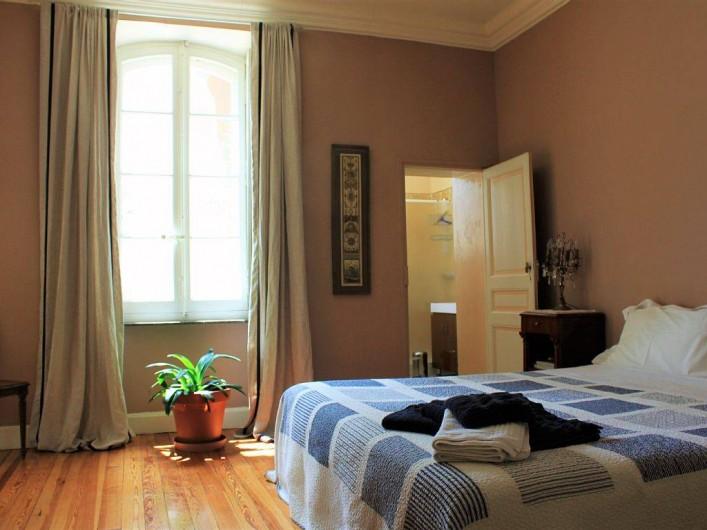 Location de vacances - Villa à Bram - Chambre double ensuite salle de bain familiale