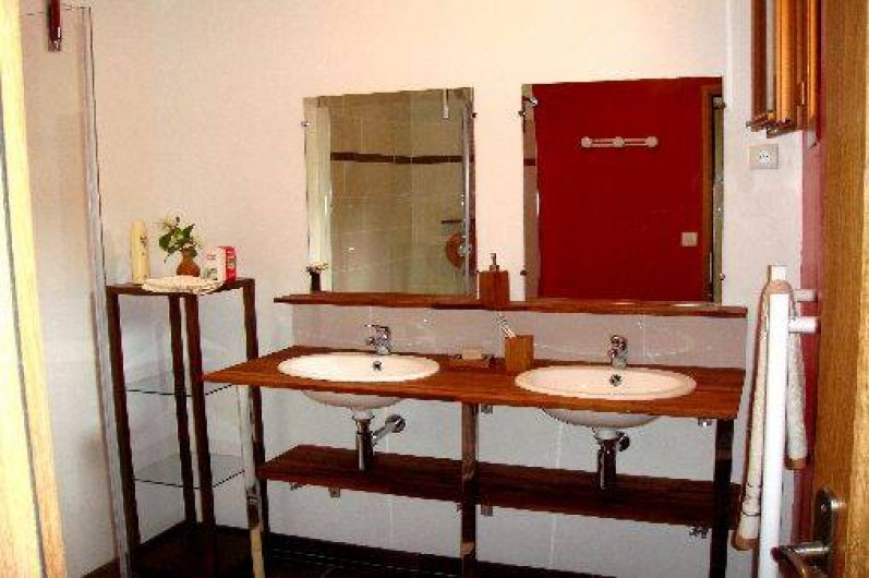 Location de vacances - Gîte à Nibas - salle de bains avec douche