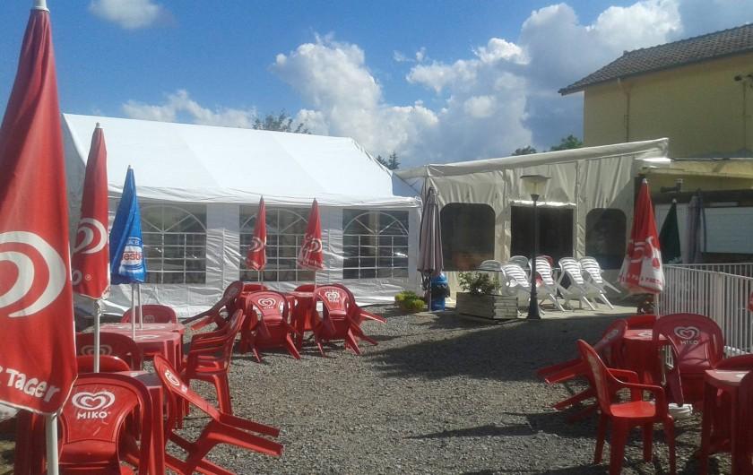 Location de vacances - Camping à Langogne - La terrasse du snack-bar