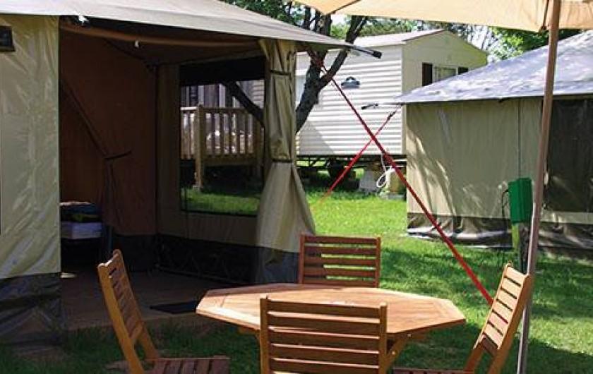 Location de vacances - Camping à Langogne - Location de tentes aménagées entièrement équipées pour 4 personnes
