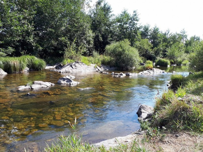 Location de vacances - Camping à Langogne - Accès à la rivière