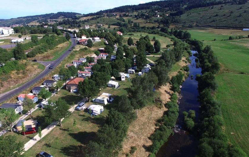Location de vacances - Camping à Langogne - Vue aérienne du camping
