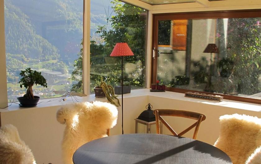 Location de vacances - Chalet à Bruson - jardin d'hiver ouvert sur la vallée