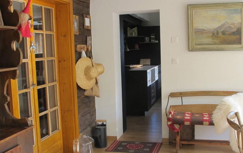 Location de vacances - Chalet à Bruson - entrée sur la cuisine dans le jardin d'hivers