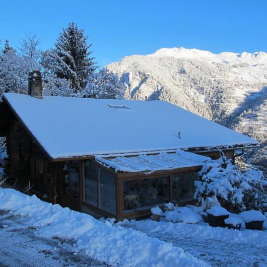 Location de vacances - Chalet à Bruson - maison en hiver