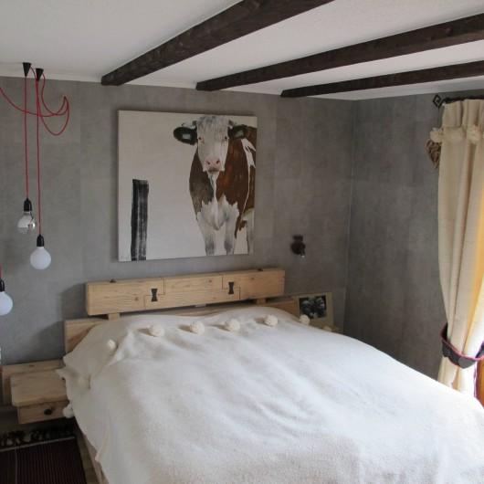 Location de vacances - Chalet à Bruson - chambre à coucher lit double (2 matelas)