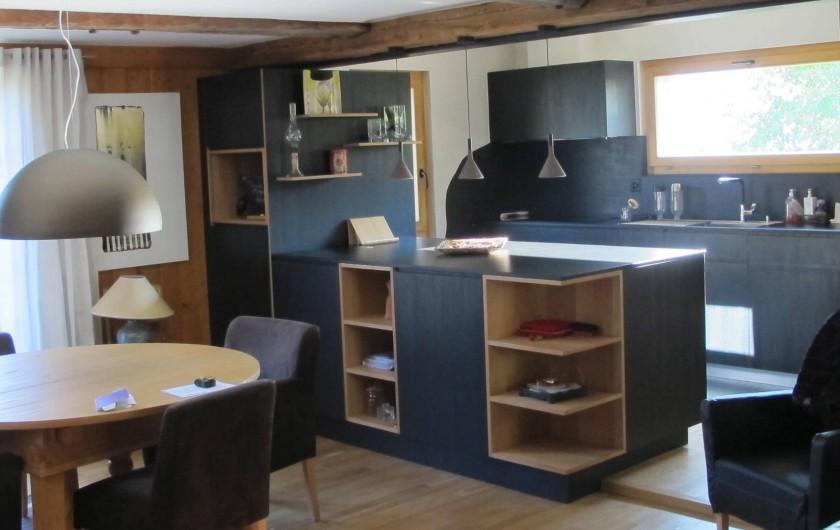 Location de vacances - Chalet à Bruson - coin repas cuisine