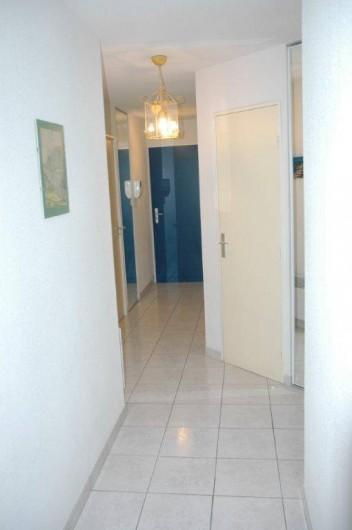 Location de vacances - Appartement à Canet-en-Roussillon - couloir d'entrée