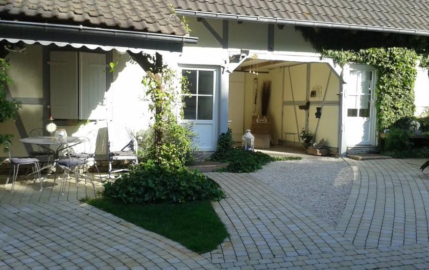 Location de vacances - Chambre d'hôtes à Kuttolsheim - cour  devant les maisons