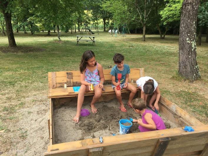 Location de vacances - Gîte à Villeréal - Le bac à sable pour les plus jeunes