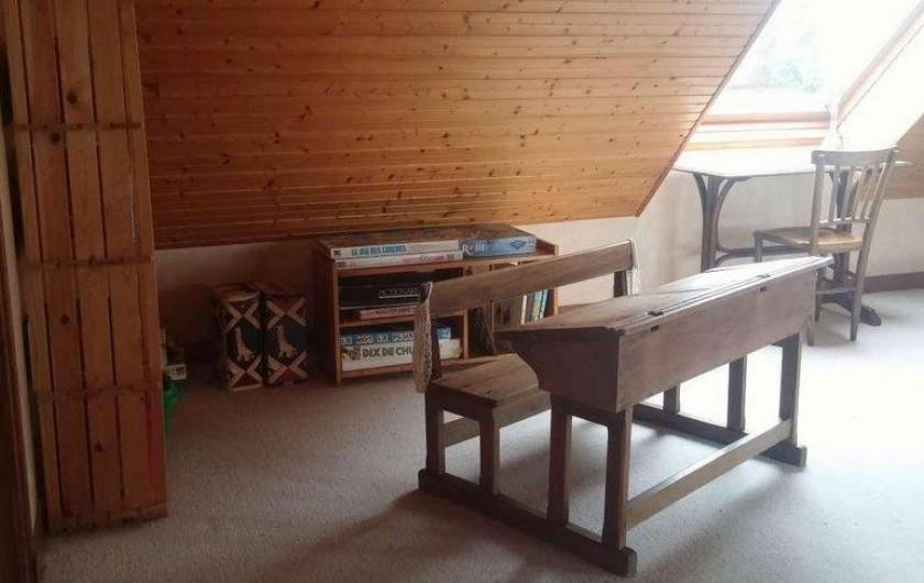 Location de vacances - Maison - Villa à Erquy - Mezzanine côté coin enfant (pupitre / jeux/ bibliothèque)
