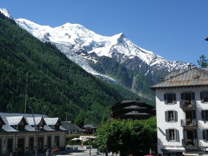 Location de vacances - Appartement à Chamonix-Mont-Blanc - Massif du Mont blanc vue du balcon