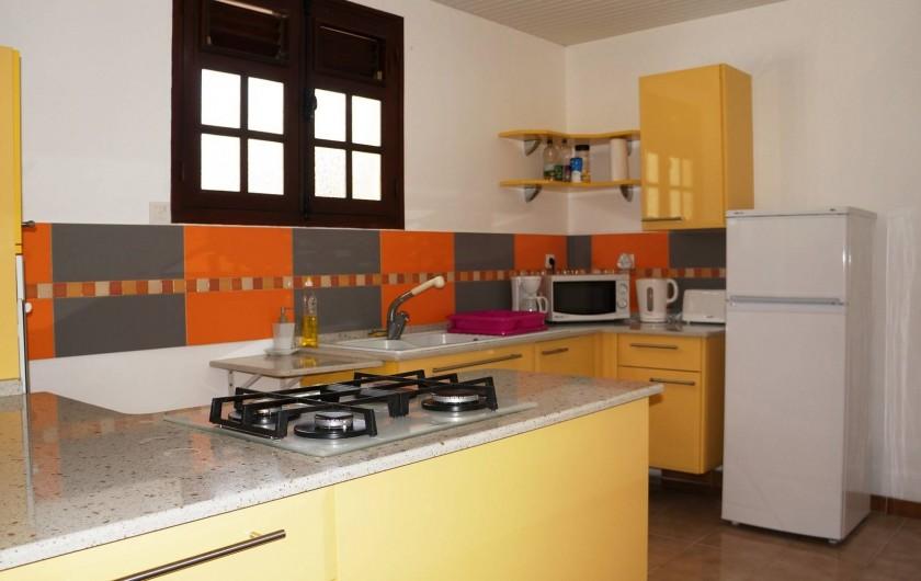 """Location de vacances - Appartement à Les Trois-Îlets - Villa Ansalane - T3 """"Sylvie - Cuisine"""