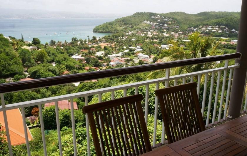 Location de vacances - Appartement à Les Trois-Îlets - Villa Ansalane - Vue identique de chaque terrasse sur la baie de Fort-de-France