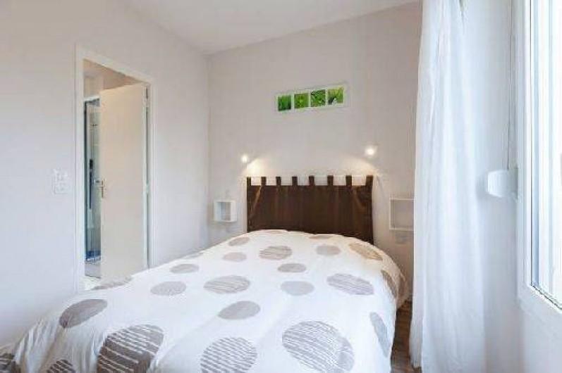 Location de vacances - Appartement à Saint-Malo - un bon lit