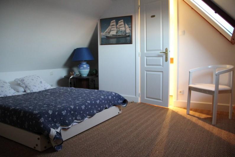 Location de vacances - Appartement à Barfleur - Chambre à l'étage avec salle de bain, WC et douche