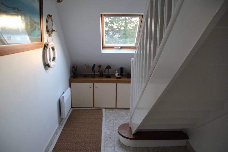 Location de vacances - Appartement à Barfleur - Hall d'entrée, avec un escalier pour monter sur le séjour