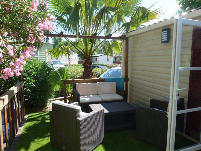 Location de vacances - Bungalow - Mobilhome à Vias - coin salon de la terrasse