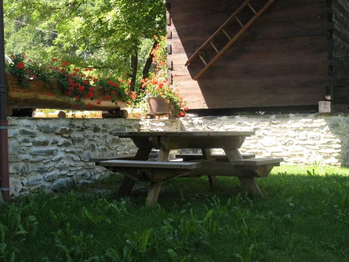 Location de vacances - Chalet à Les Houches - coin détente coin jardin