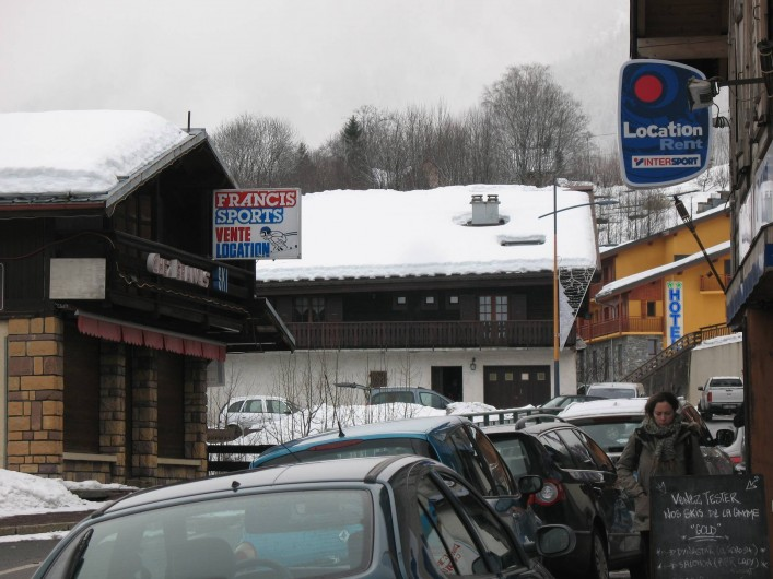Location de vacances - Chalet à Les Houches - le chalet en face au coeur du village
